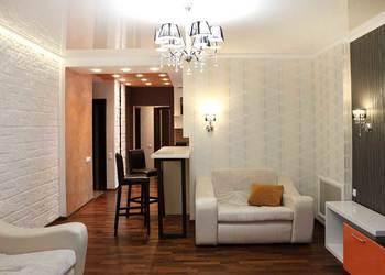 дизайн интерьера гостиной, оранжевая гостиная, апельсиновая гамма, современный стиль
